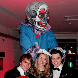 twisted circus stilt walker hire uk