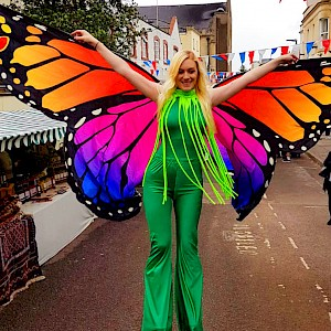 hire vienna stilt walkers